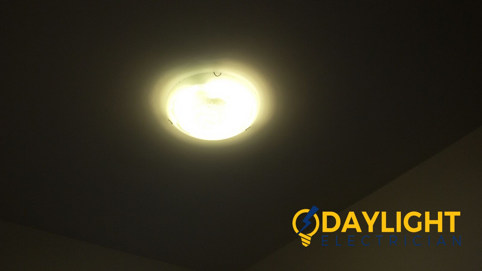 Change-light-switches-light-bulbs-electrician-singapore-landed-cashew-road-12_wm