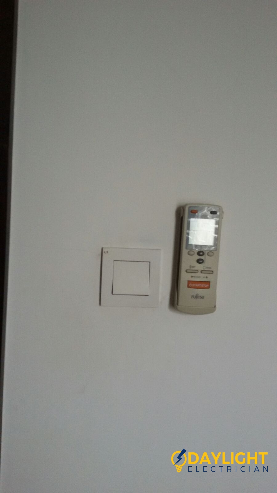 Change-light-switches-light-bulbs-electrician-singapore-landed-cashew-road-3_wm