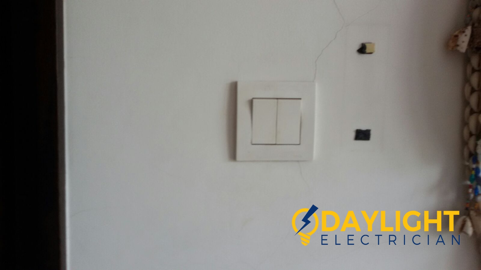 Change-light-switches-light-bulbs-electrician-singapore-landed-cashew-road-5_wm