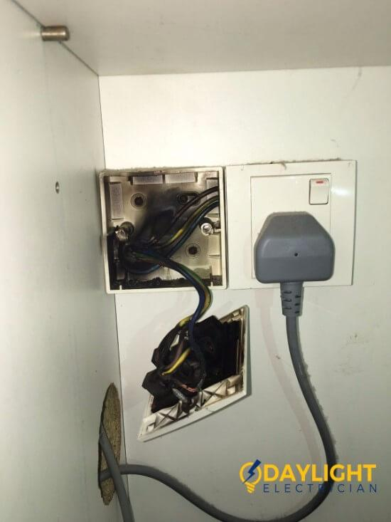 Replace-power-socket-overload-power-socket-burnt-electrician-singapore-landed-west-coast-faber-drive-2 (2)_wm