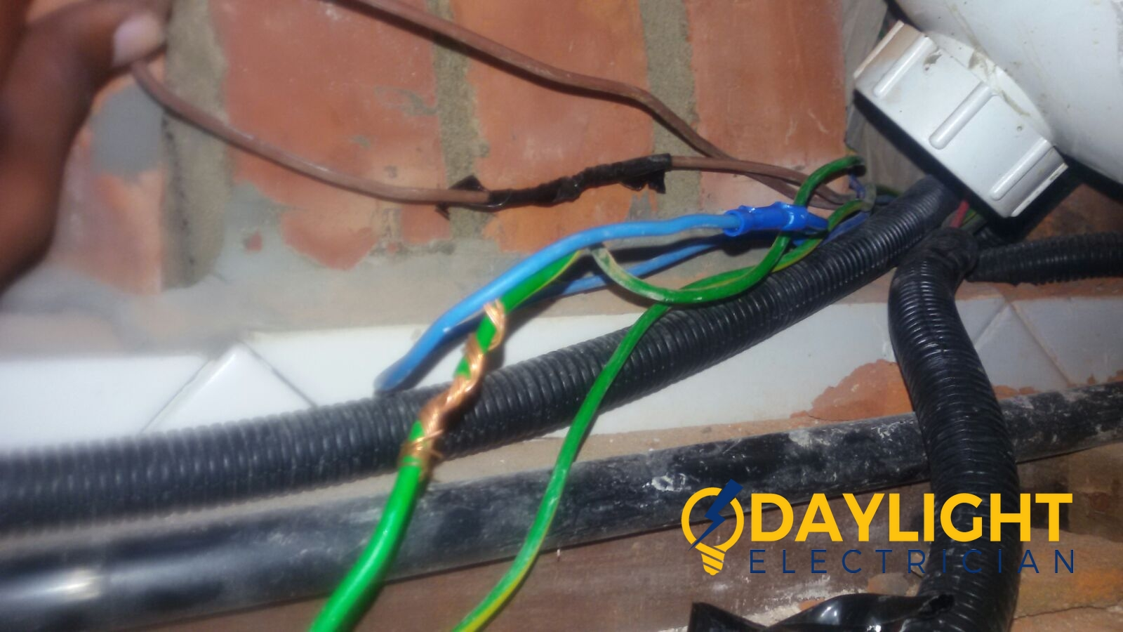 solve-water-heater-power-fault-troubleshoot-rewire-proper-cable-connection-electrician-singapore-landed-loyang-4_wm