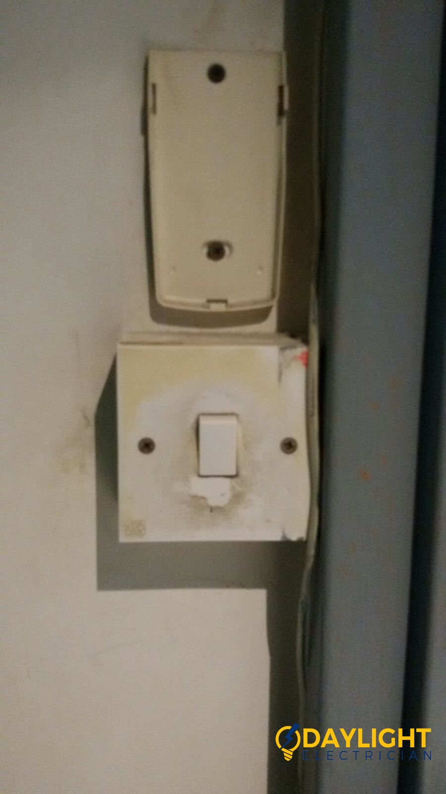 replace-light-switch-electrician-singapore-bedok-hdb-1