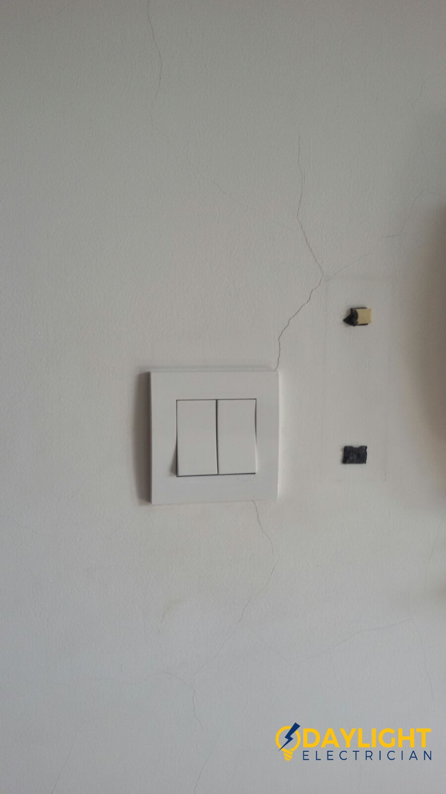 Change-light-switches-light-bulbs-electrician-singapore-landed-cashew-road-10_wm