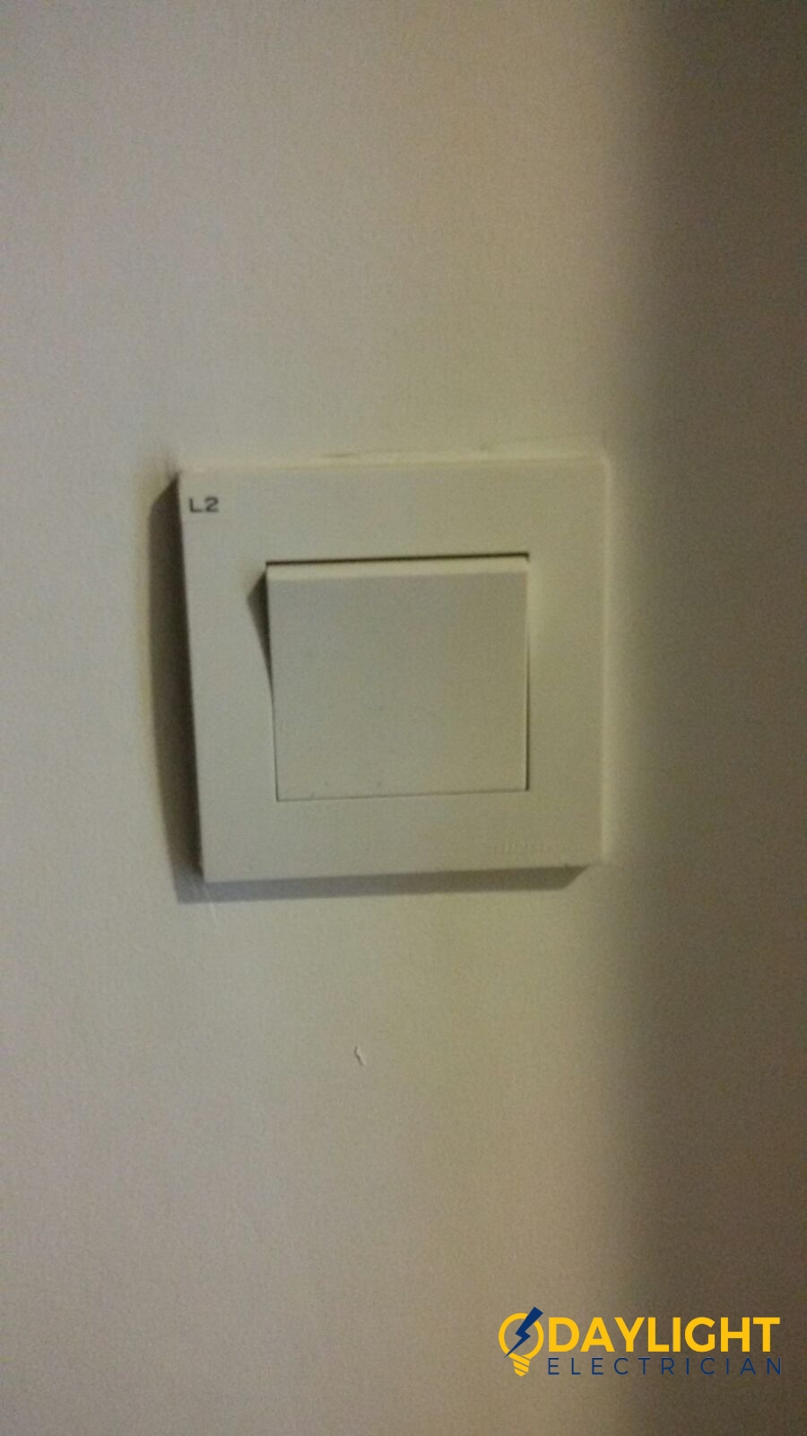 Change-light-switches-light-bulbs-electrician-singapore-landed-cashew-road-6_wm