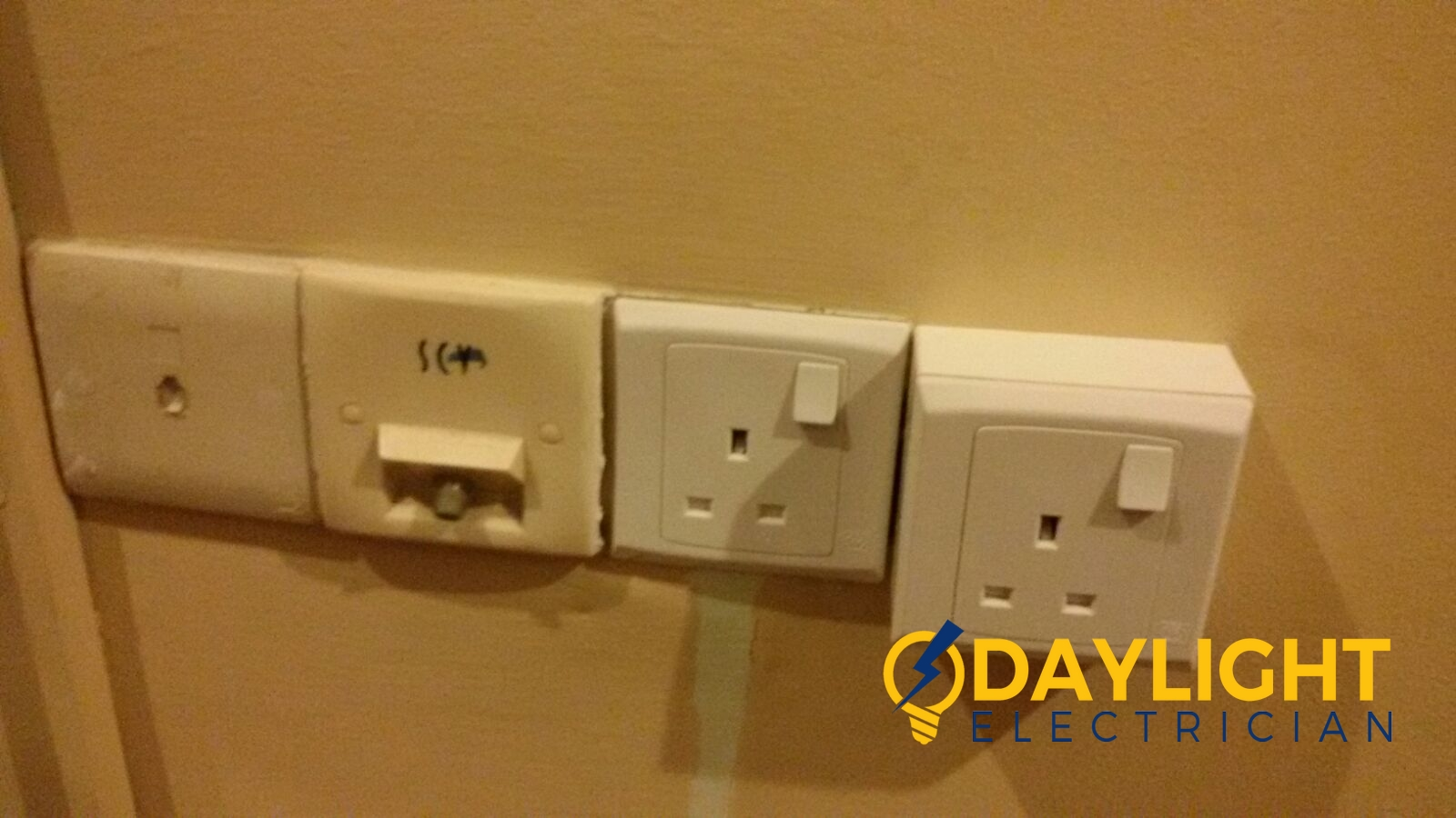 Make-additional-power-socket-power-point-electrician-singapore-landed-tanah-merah-2_wm