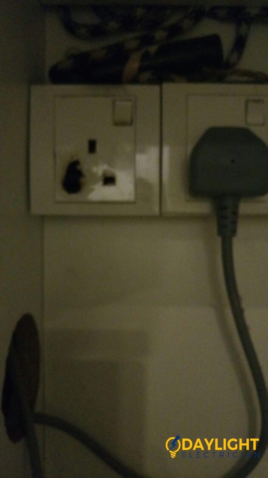 Replace-power-socket-overload-power-socket-burnt-electrician-singapore-landed-west-coast-faber-drive-1 (2)_wm