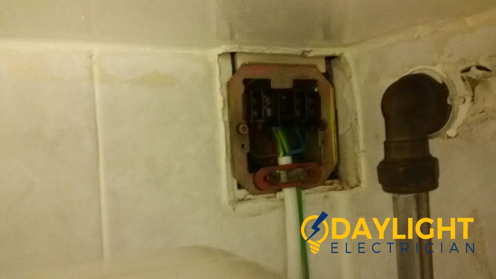 change-water-heater-connector-proper-earthing-electrician-singapore-HDB-jurong-west-4_wm