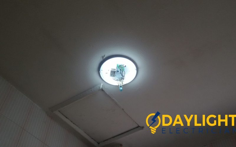 replace-ballast-starter-ceiling-fluorescent-light-troubleshooting-electrician-singapore-condo-phoenix-garden-bukit-panjang-2_wm
