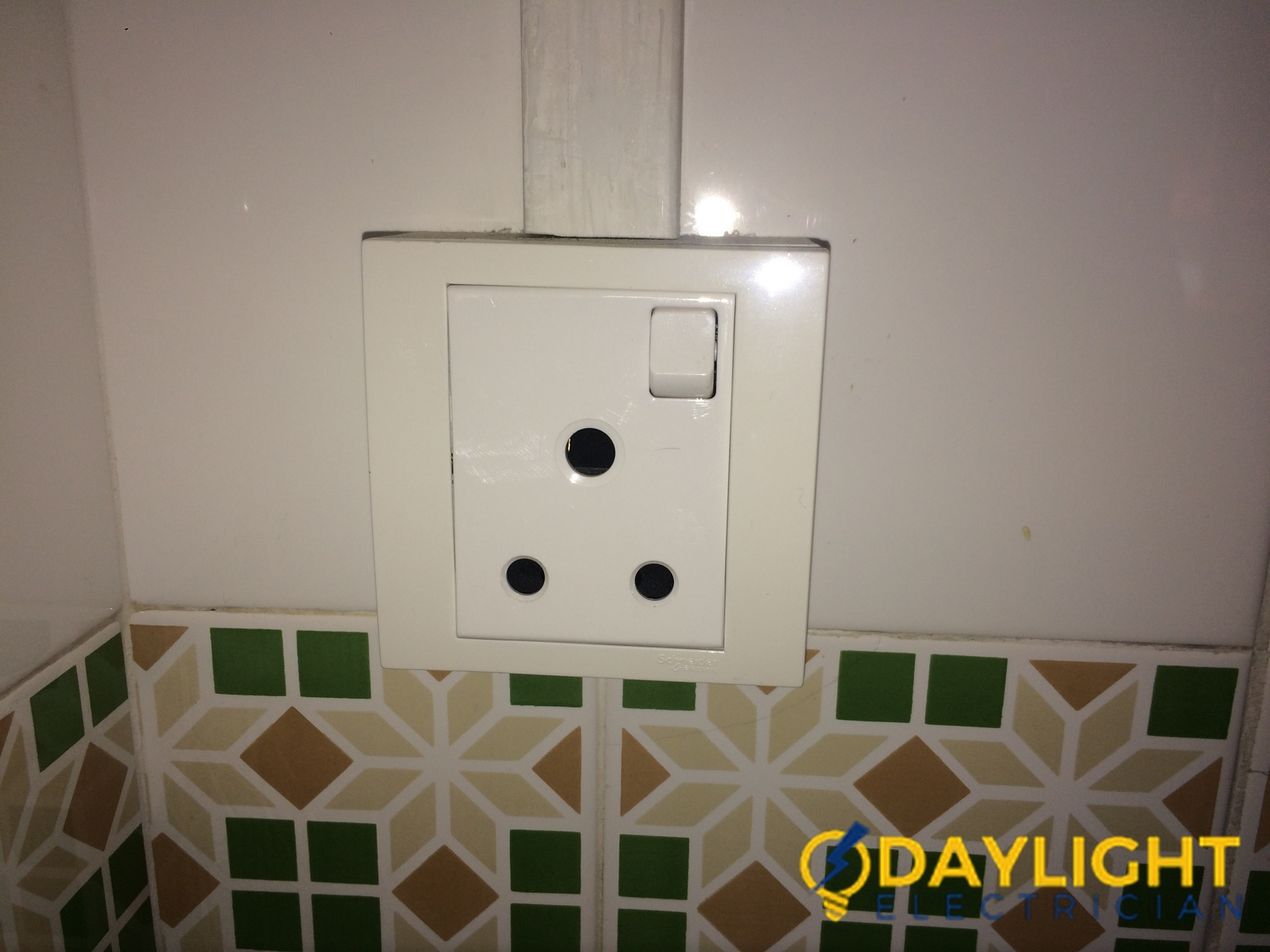 Change-Power-Switch-Daylight-Electrician-Singapore-HDB-Hougang-1_wm