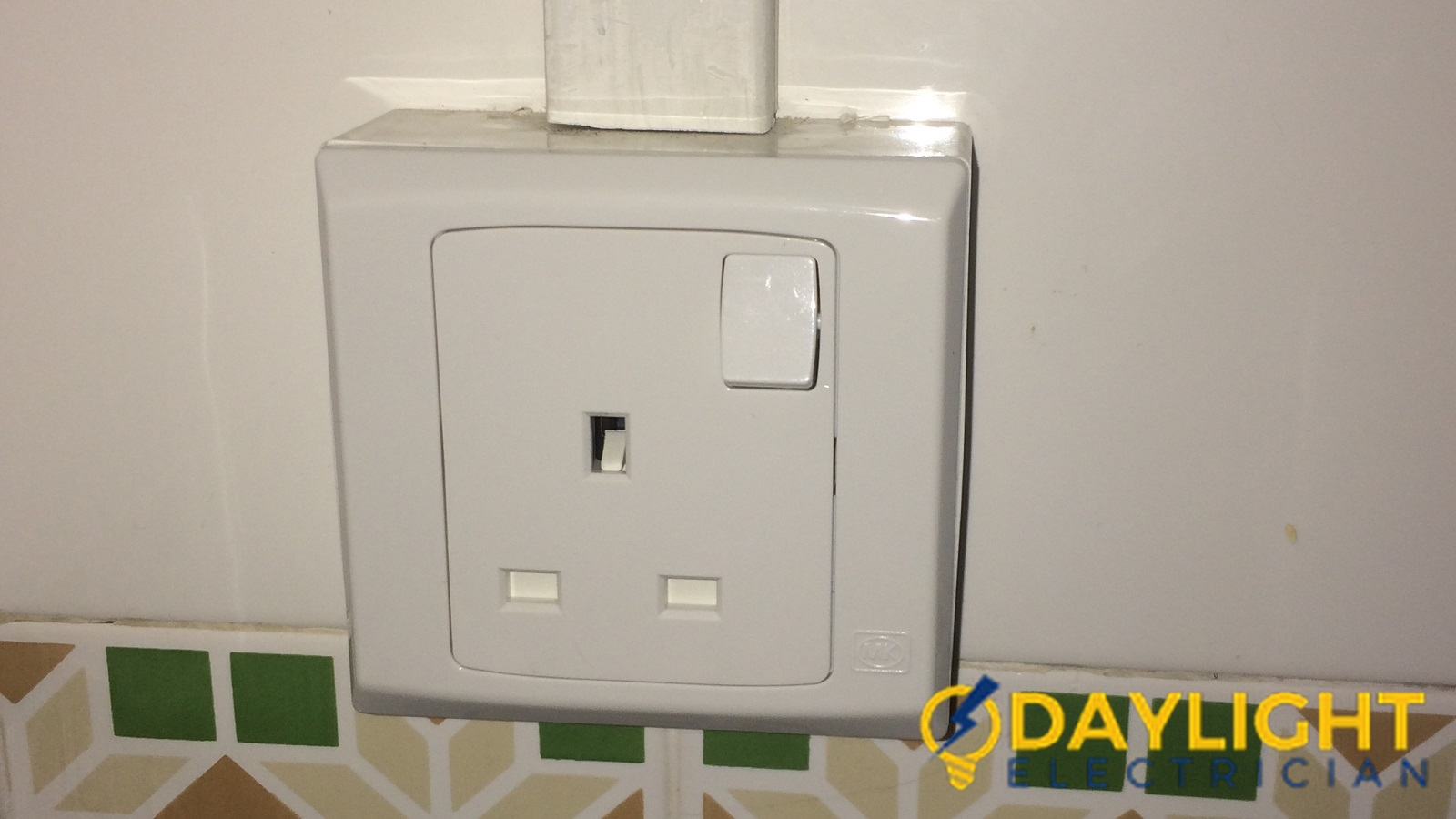 Change-Power-Switch-Daylight-Electrician-Singapore-HDB-Hougang-3_wm