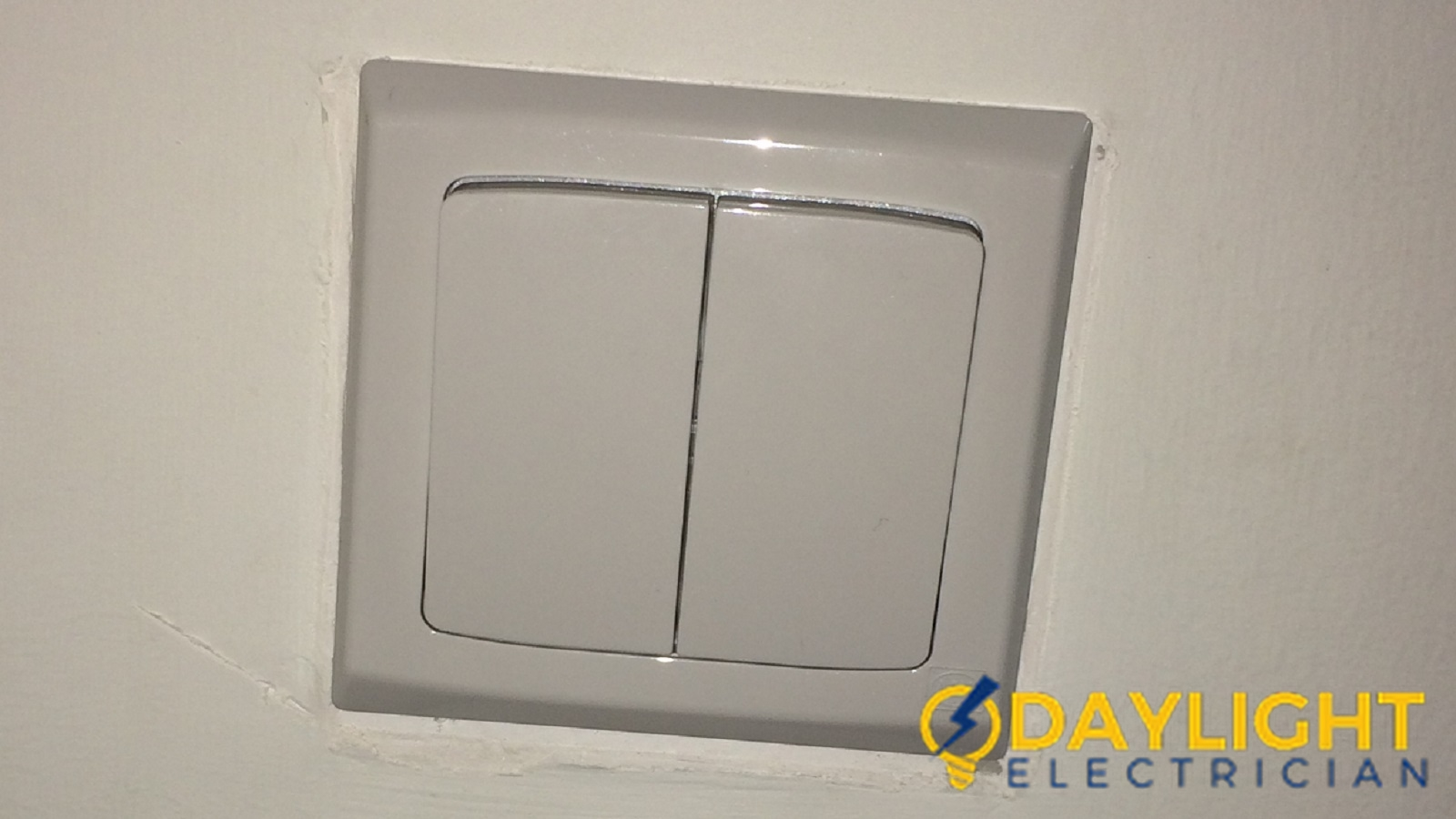 Light-Switch-Repair-Electrician-Singapore-HDB-Woodlands-2_wm