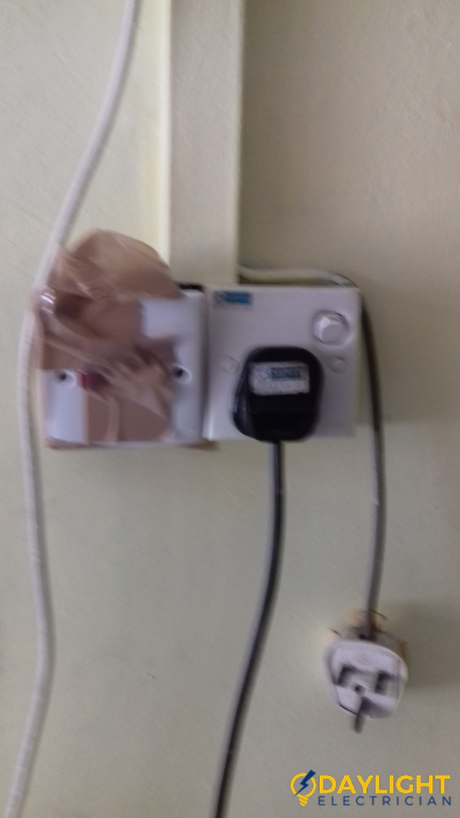 Water-Heater-Switch-Replacement-Electrician-Singapore-HDB-Clementi-1_wm