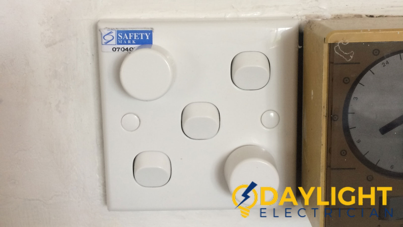 light dimmer switch installation daylight electrician singapore hdb ang mo kio wm