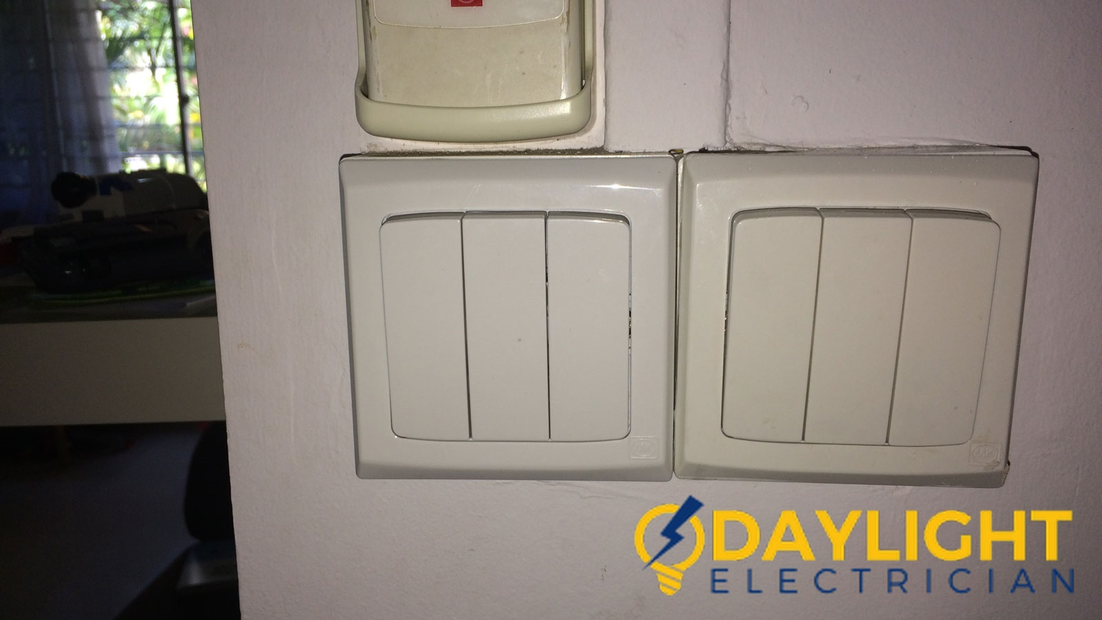 wall light switch repair daylight electrician singapore hdb clementi 1 wm