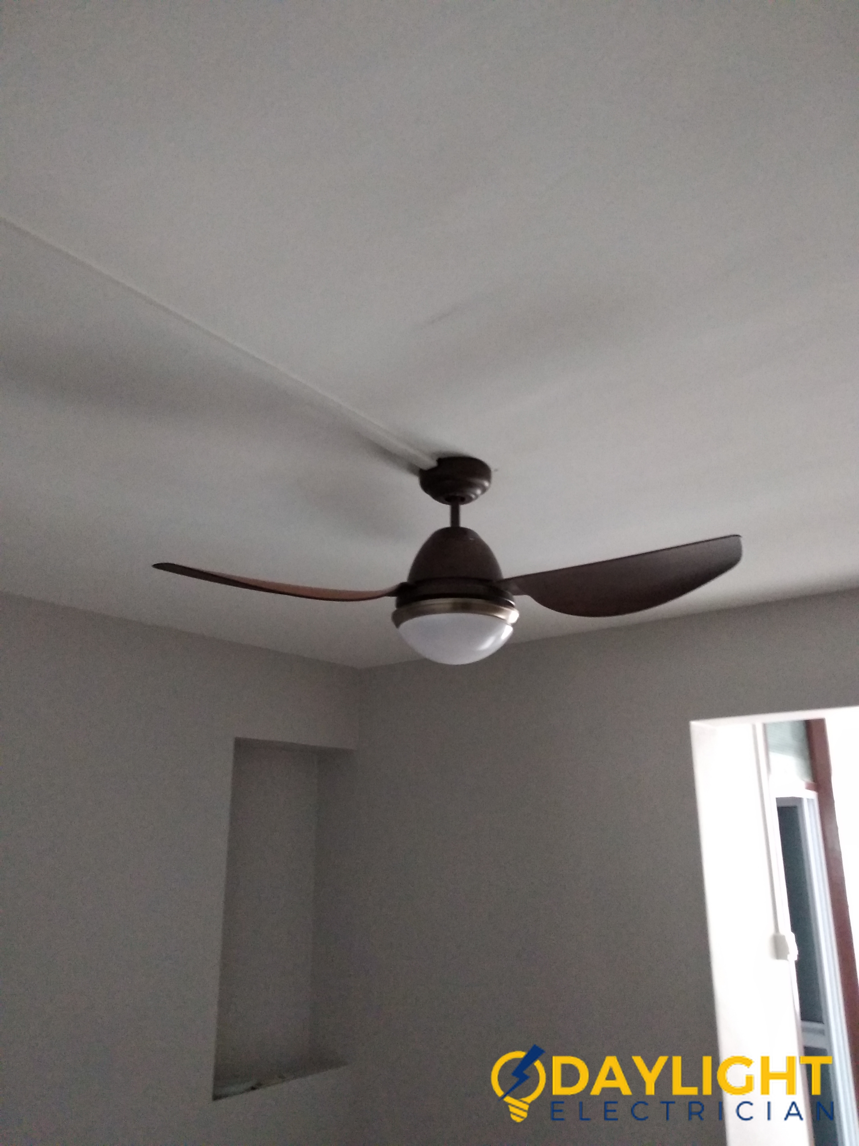 ceiling-fan-installation-service-daylight-electrician-singapore-Condo-bukit-timah_wm