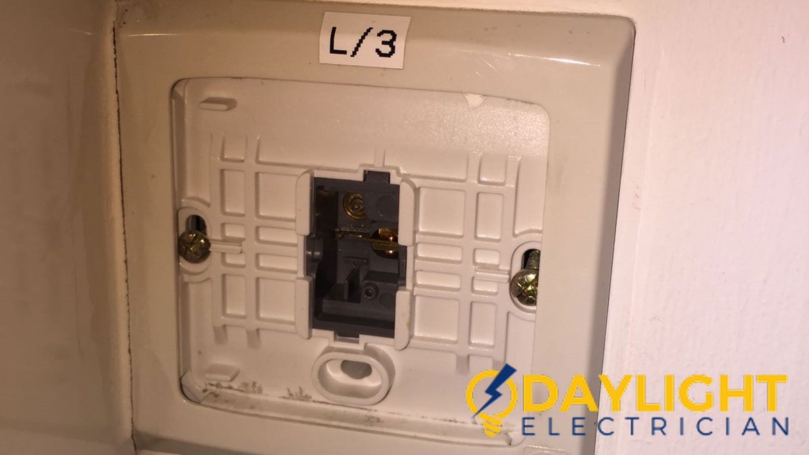 light switch repair daylight electrician singapore hdb ubi 2 wm