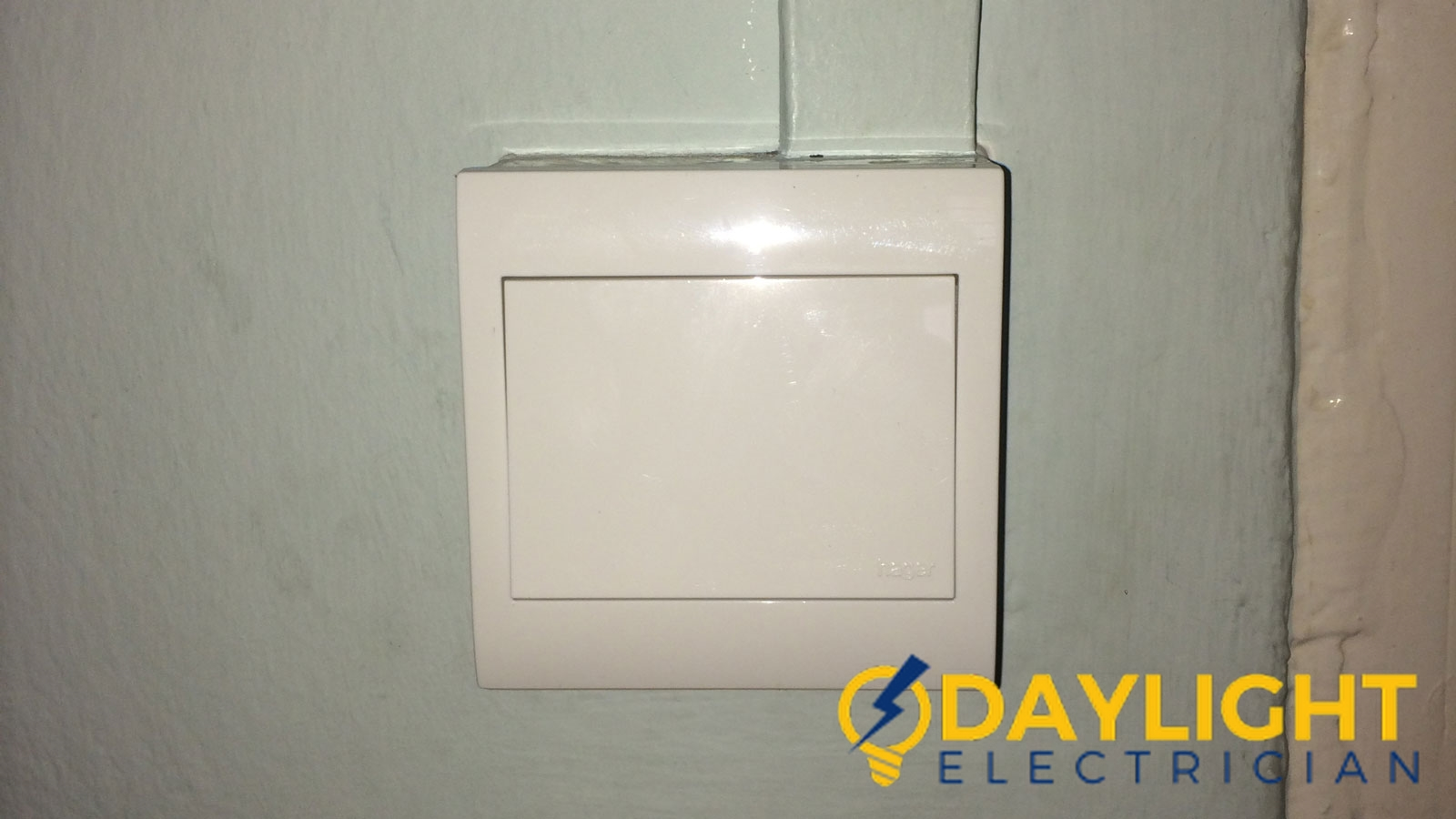 light switch replacement daylight electrician singapore hdb punggol 2 wm
