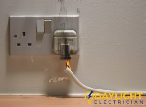 power-socket-repair-replacement-daylight-electrician-singapore_wm