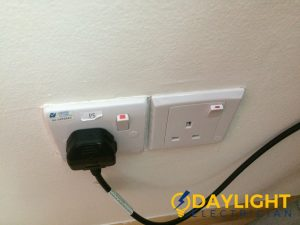 wall-socket-installation-daylight-electrician-singapore-condo-jurong-east-3_wm