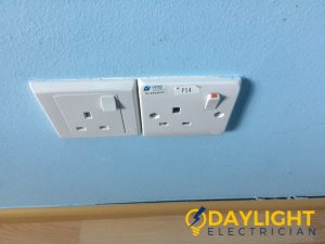 wall-socket-installation-daylight-electrician-singapore-condo-jurong-east-5_wm