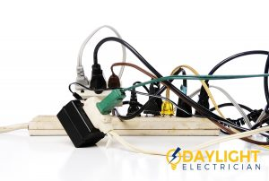 Danger signs that indicate to replace the powers socket-day-light-electrician-singapore _wm