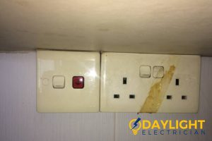 damaged-outlet-electrical-services-daylight-electrician-singapore (3)