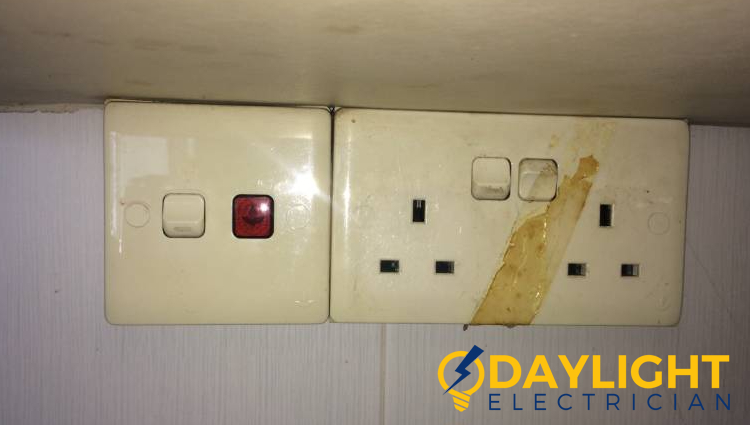 damaged-outlet-electrical-services-daylight-electrician-singapore (4)