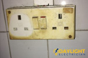 old-electrical-outlet-power-socket-installation-daylight-electrician-singapore