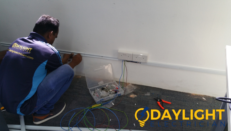 professional-electrician-electrical-contractor-daylight-electrician-singapore_fi