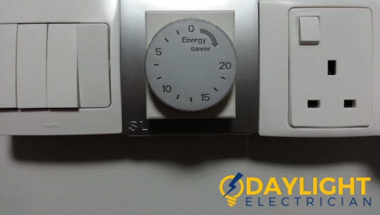 water-heater-switch-featured-4-common-signs-faulty-water-heater-switch-daylight-electrician-singapore