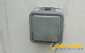 doorbell-replacement-light-electrical-repair-replacement-electrician-singapore-hdb-serangoon-2_wm