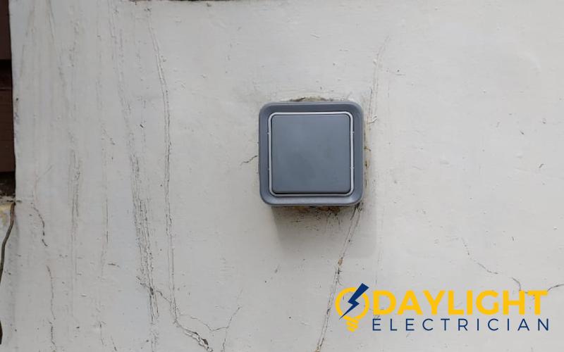 doorbell-replacement-light-electrical-repair-replacement-electrician-singapore-hdb-serangoon-3_wm