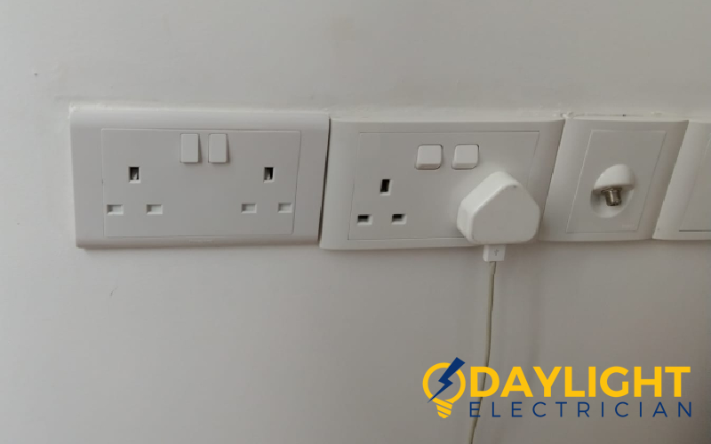 power-socket-replacement-power-socket-service-electrician-singapore-condo-clementi-2_wmpower-socket-replacement-power-socket-service-electrician-singapore-condo-clementi-2_wm