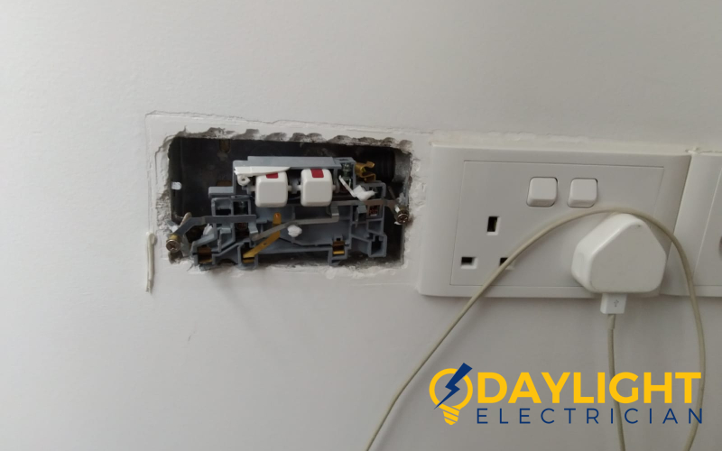 power-socket-replacement-power-socket-service-electrician-singapore-condo-clementi-3_wm