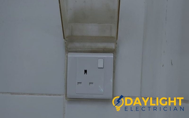 socket-replacement-power-socket-installation-electrician-singapore-hdb-toa-payoh-3_wm