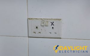socket-replacement-power-socket-installation-electrician-singapore-hdb-toa-payoh-5_wm