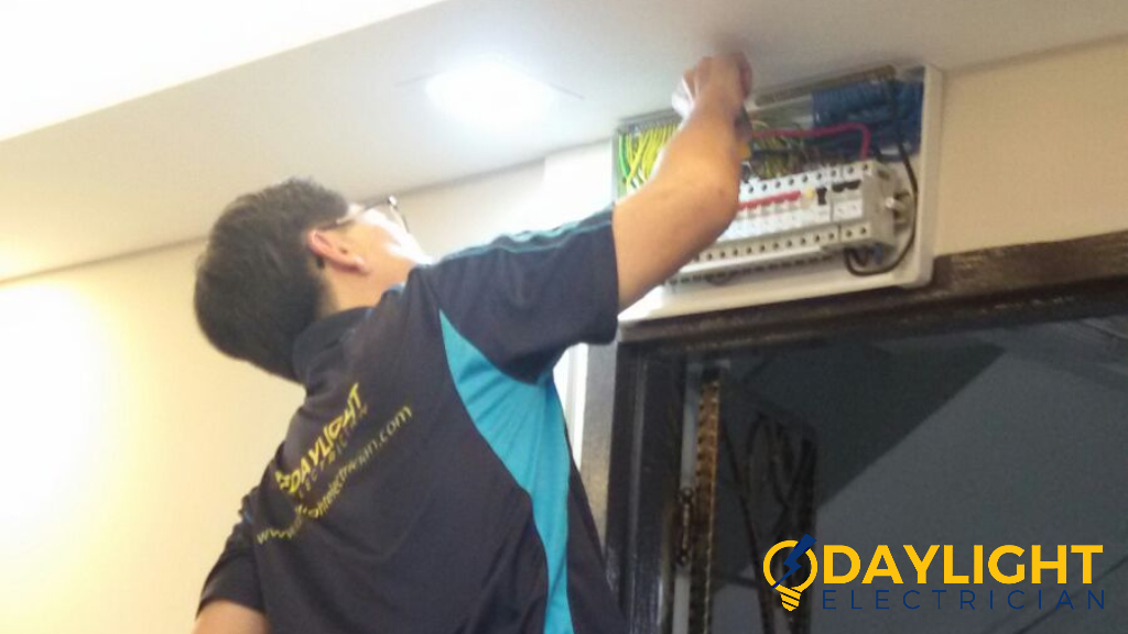 daylight-electrician-careers-photo-daylight-electrician-singapore-1