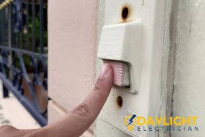 does-not-ring-signs-to-have-doorbell-replacement-daylight-electrician-singapore