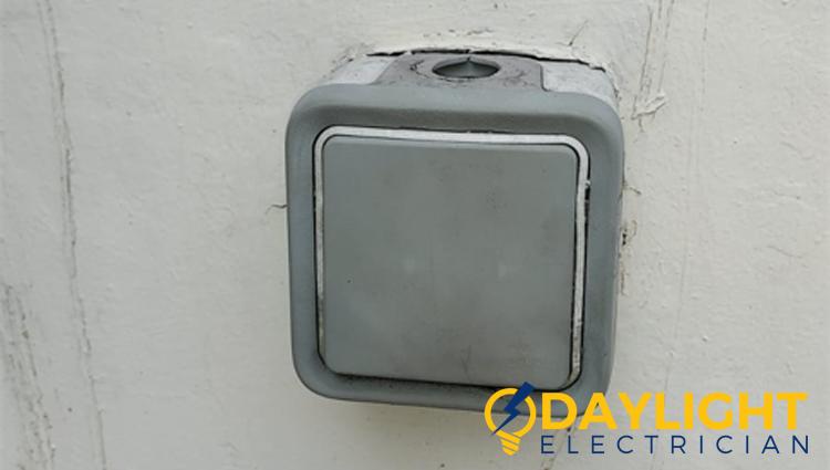 installed-doorbell-hiring-electrician-doorbell-installation-daylight-electrician-singapore